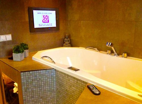 Badspiegel M Nchen spiegel mit fernseher badspiegel mit fernseher biga 300871558 spiegel mit fernseher amasya